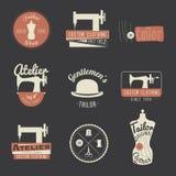 Sistema de etiquetas del sastre del vintage, de emblemas y de elementos del diseño retro Imagenes de archivo