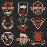 Sistema de etiquetas frescas de la carne de vaca Emblemas de la tienda de la carnicería Elemento del diseño Fotografía de archivo