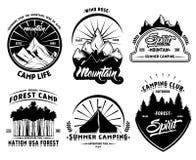 Sistema de etiquetas que acampa al aire libre libre illustration
