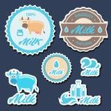 Sistema de etiquetas y de iconos para la leche en vector Fotos de archivo libres de regalías