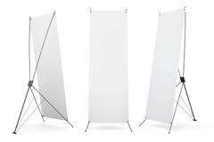 Sistema de exhibición en blanco de los x-soportes de la bandera aislada en el fondo blanco Foto de archivo
