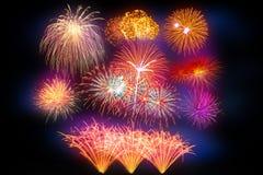 sistema de exhibición hermoso del fuego artificial por la Feliz Año Nuevo de la celebración Imagenes de archivo