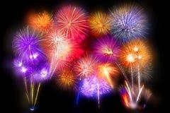 sistema de exhibición hermoso del fuego artificial por la Feliz Año Nuevo de la celebración Imagen de archivo libre de regalías