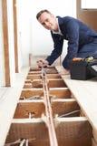 Sistema de Fitting Central Heating do encanador na casa imagens de stock