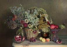 Sistema de flores secadas en un ramo Fotos de archivo