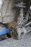 Sistema de frenos y amortiguadores de choque de un coche Fotografía de archivo