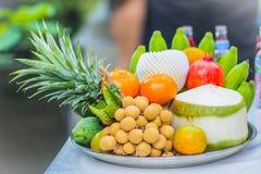 Sistema de frutas tropicales frescas incluyendo el plátano, naranja, piña Fotos de archivo libres de regalías