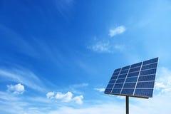 Sistema de grade da energia do poder da célula solar no fundo do conceito da ideia Imagens de Stock Royalty Free