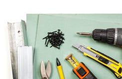 Sistema de herramientas de la mampostería seca en el fondo blanco Imagen de archivo libre de regalías