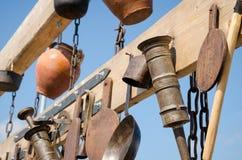 Sistema de herramientas viejas de la cocina - equipo del vintage de la abuela Imagen de archivo libre de regalías