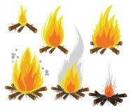 Sistema de hogueras de la historieta en el fondo blanco Evolución del fuego que acampa Ilustración Imagen de archivo