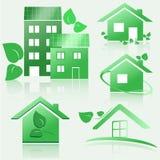 Sistema de iconos de la casa verde del eco con la reflexión Vector Eps10 Imagenes de archivo