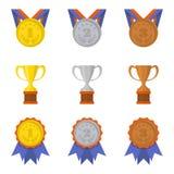 Sistema de iconos de las tazas y de las medallas en un estilo plano Foto de archivo