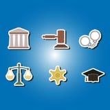 Sistema de iconos del color con símbolos de la ley y de las cortes Imagen de archivo libre de regalías