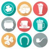 Sistema de iconos el día de St Patrick Silueta con la sombra Diseño plano Foto de archivo