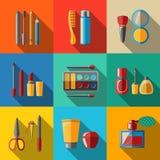 Sistema de iconos planos del maquillaje - rimel, pulimento stock de ilustración