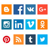 Sistema de iconos sociales del establecimiento de una red Iconos planos del diseño web aislados en el fondo blanco libre illustration