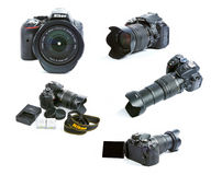 Sistema de imágenes del sistema de la cámara de Nikon D5300 DSLR con la lente, las baterías y el cargador de la sigma del enfoque Fotos de archivo