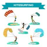 Sistema de impulsión de las mujeres en practicar surf de la cometa Windsurf de las muchachas en el agua s Fotografía de archivo