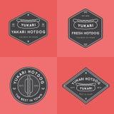 Sistema de insignias del perrito caliente, de banderas, de emblema y de las plantillas del logotipo para el restaurante Diseño de Foto de archivo