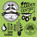 Sistema de insignias retras con el granjero para cultivar un huerto o la agricultura biológica libre illustration