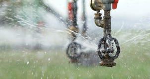 Sistema de irrigação automatizado do sistema de extinção de incêndios na exploração agrícola 4k vídeos de arquivo