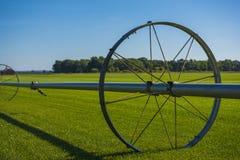 Sistema de irrigação da exploração agrícola de Commerical nas rodas Foto de Stock