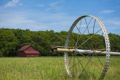 Sistema de irrigação da exploração agrícola de Commerical nas rodas Fotografia de Stock