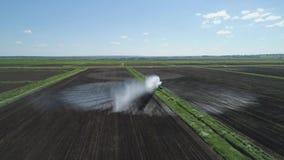 Sistema de irrigación en la región agrícola almacen de video