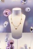 Sistema de joyería de lujo con las gemas y los diamantes preciosos Imagen de archivo libre de regalías