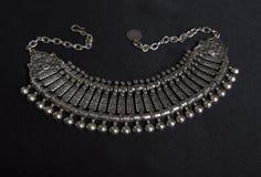 Sistema de joyería de plata oriental hermosa (indio, árabe, africano, Foto de archivo