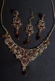 Sistema de joyería oriental hermosa del oro (indio, árabe, africano, E Fotos de archivo