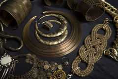Sistema de joyería oriental hermosa del oro (indio, árabe, africano, E Imagen de archivo