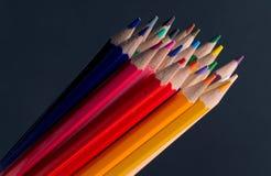 Sistema de lápices o de creyones coloreados coloridos multicolores Foto de archivo