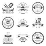 Sistema de la barbacoa en logotipos monocromáticos del estilo Fotos de archivo