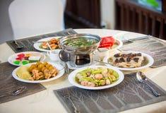 Sistema de la boda de la comida de la cena de la cocina del abastecimiento Imágenes de archivo libres de regalías