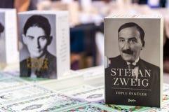 Sistema de la caja de libro de Stefan Zweig exhibido en el soporte en el libro de Eskisehir favorablemente imágenes de archivo libres de regalías
