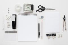 Sistema de la endecha blanco y negro del plano de los materiales de oficina Imagen de archivo libre de regalías