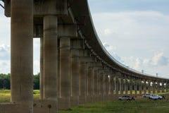 Sistema de la infraestructura de transporte ferroviario Puente ferroviario a través del l fotografía de archivo libre de regalías