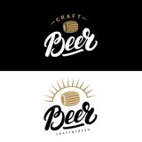 Sistema de la mano de la cerveza escrito poniendo letras a los logotipos, etiquetas, insignias para la cervecería, elaborando a l Imagen de archivo