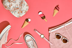 Sistema de la muchacha del inconformista del verano Diseño de la moda, mínimo Imagen de archivo libre de regalías