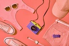 Sistema de la muchacha del inconformista del verano Diseño de la moda, mínimo Fotografía de archivo libre de regalías