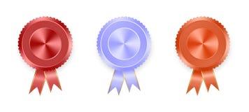 Sistema de la naranja, del rojo y del azul de las etiquetas con las cintas coloreadas con la cinta del oro en el fondo blanco Col ilustración del vector