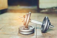 Sistema de la pesa de gimnasia Foto de archivo libre de regalías
