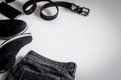 Sistema de la ropa de los hombres en el fondo blanco Fotos de archivo