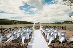 Sistema de la silla para casarse u otra ceremonia que visita abastecida del evento Imagenes de archivo
