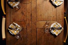 Sistema de la tabla de cena de la porción Imágenes de archivo libres de regalías