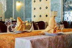 sistema de la tabla para casarse otra cena abastecida del evento Imagenes de archivo