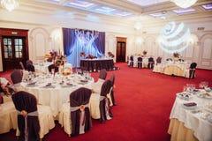 Sistema de la tabla para casarse u otro evento abastecido Foto de archivo libre de regalías