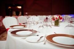 Sistema de la tabla para un partido o una recepción nupcial del evento Foto de archivo libre de regalías